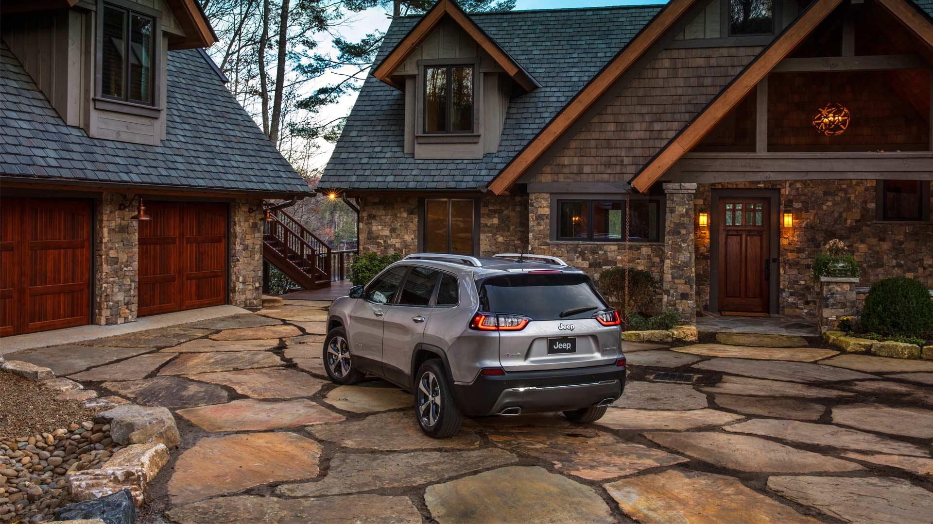 2019-Jeep-Cherokee_2