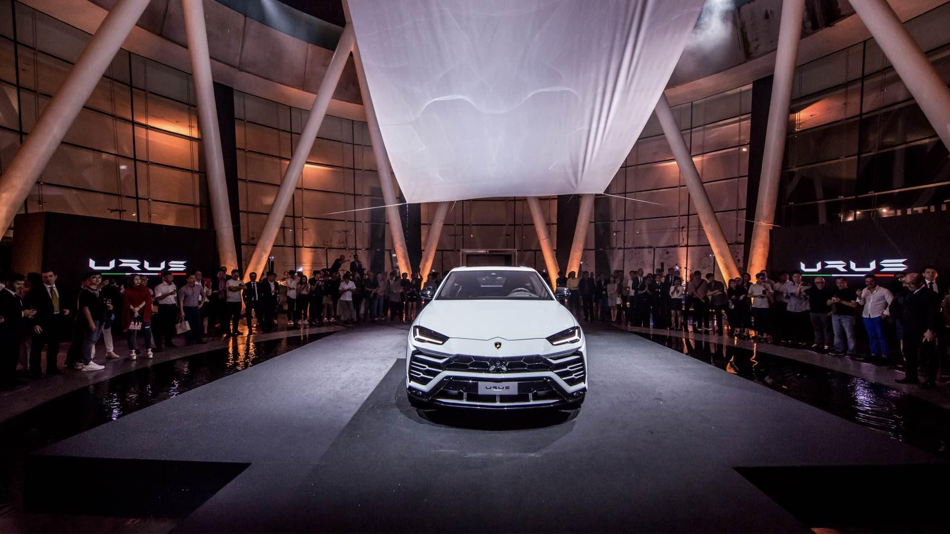 Lamborghini-Urus-Singapore-Debut_2