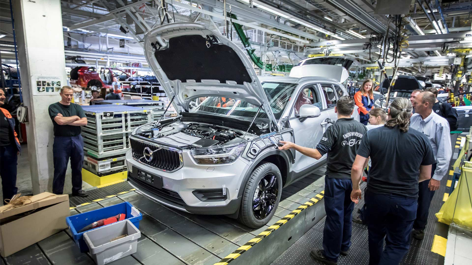 Volvo-XC40-production-begins-Belgium