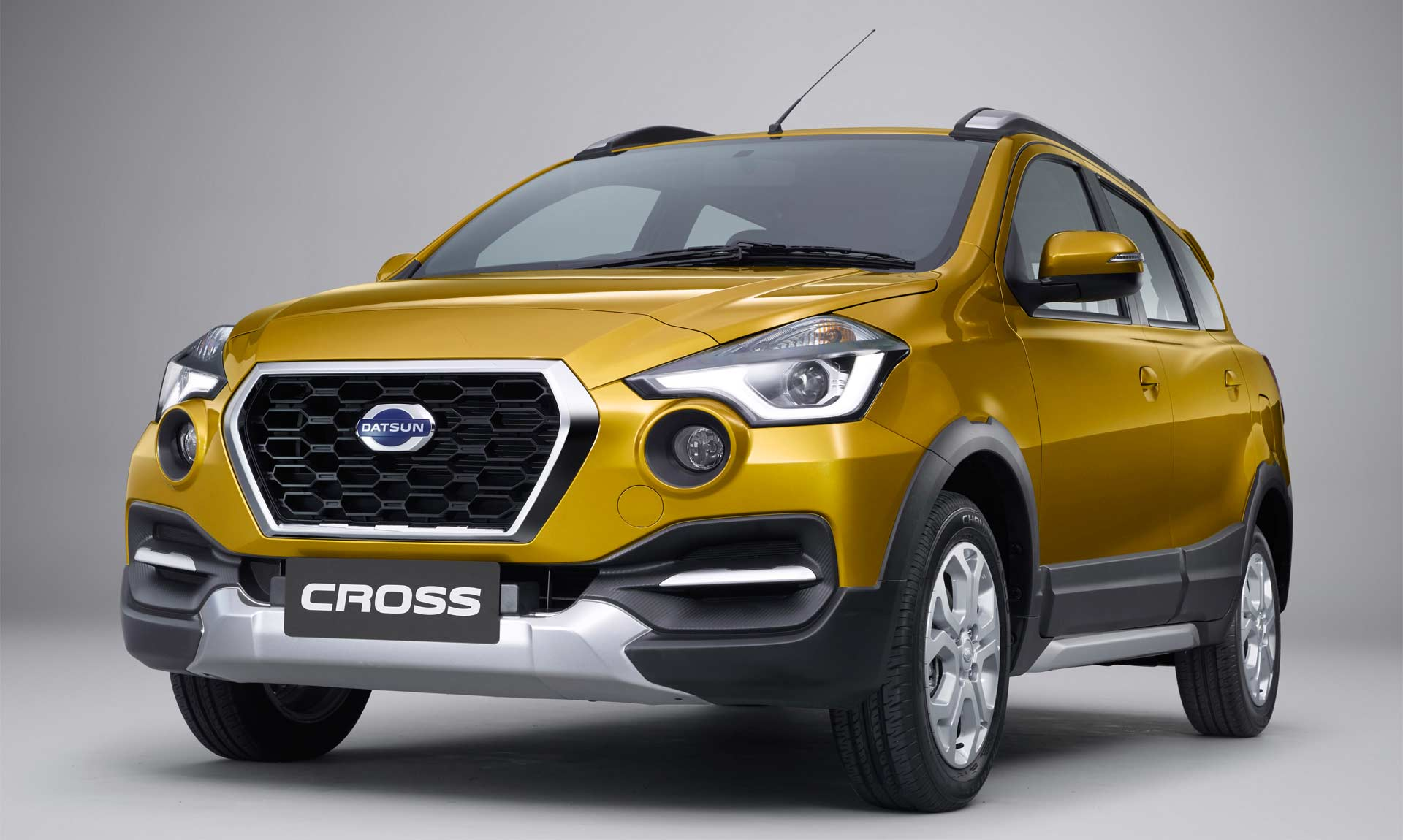 Datsun Cross 7 Seater Unveiled In Indonesia Autodevot