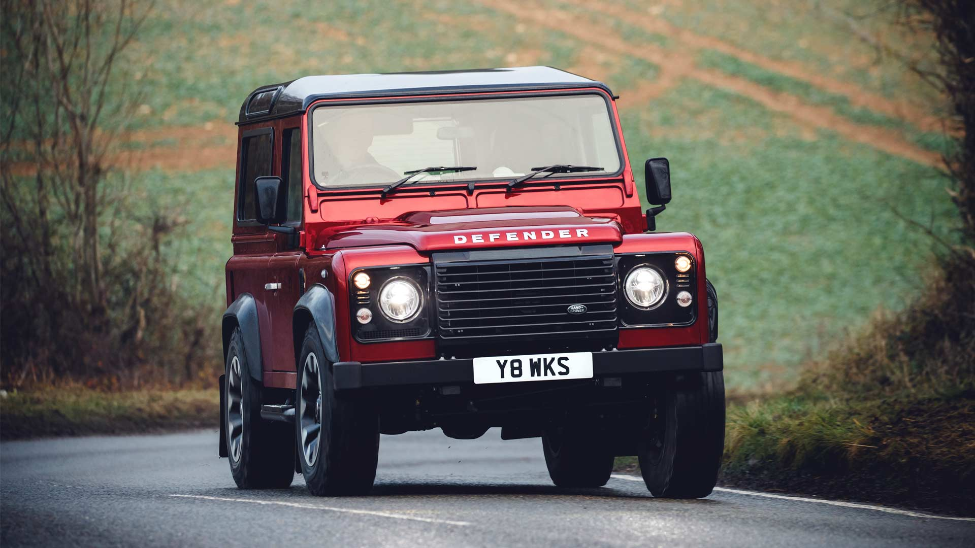 2018-Land-Rover-Defender-V8_2