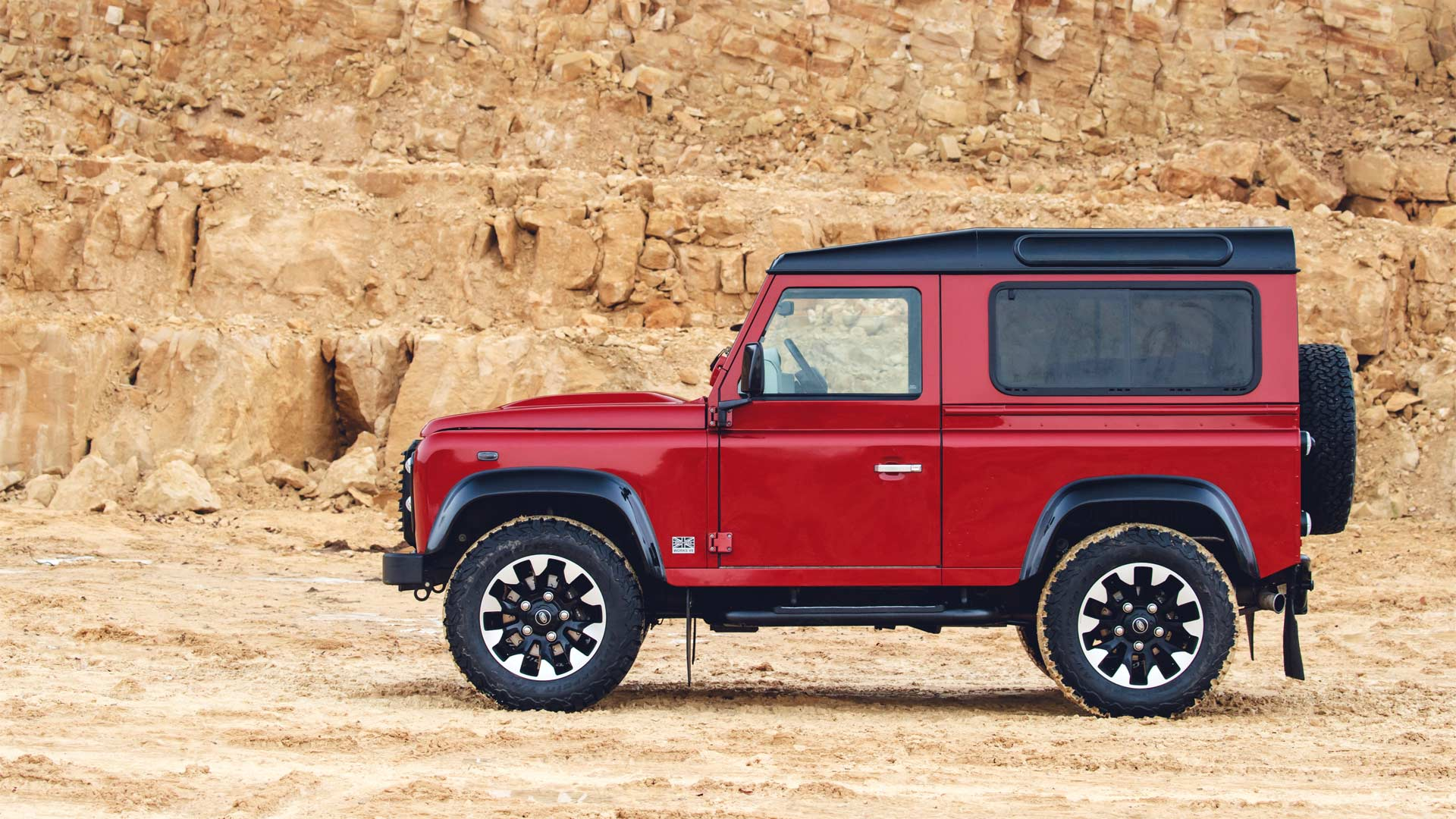 2018-Land-Rover-Defender-V8_5