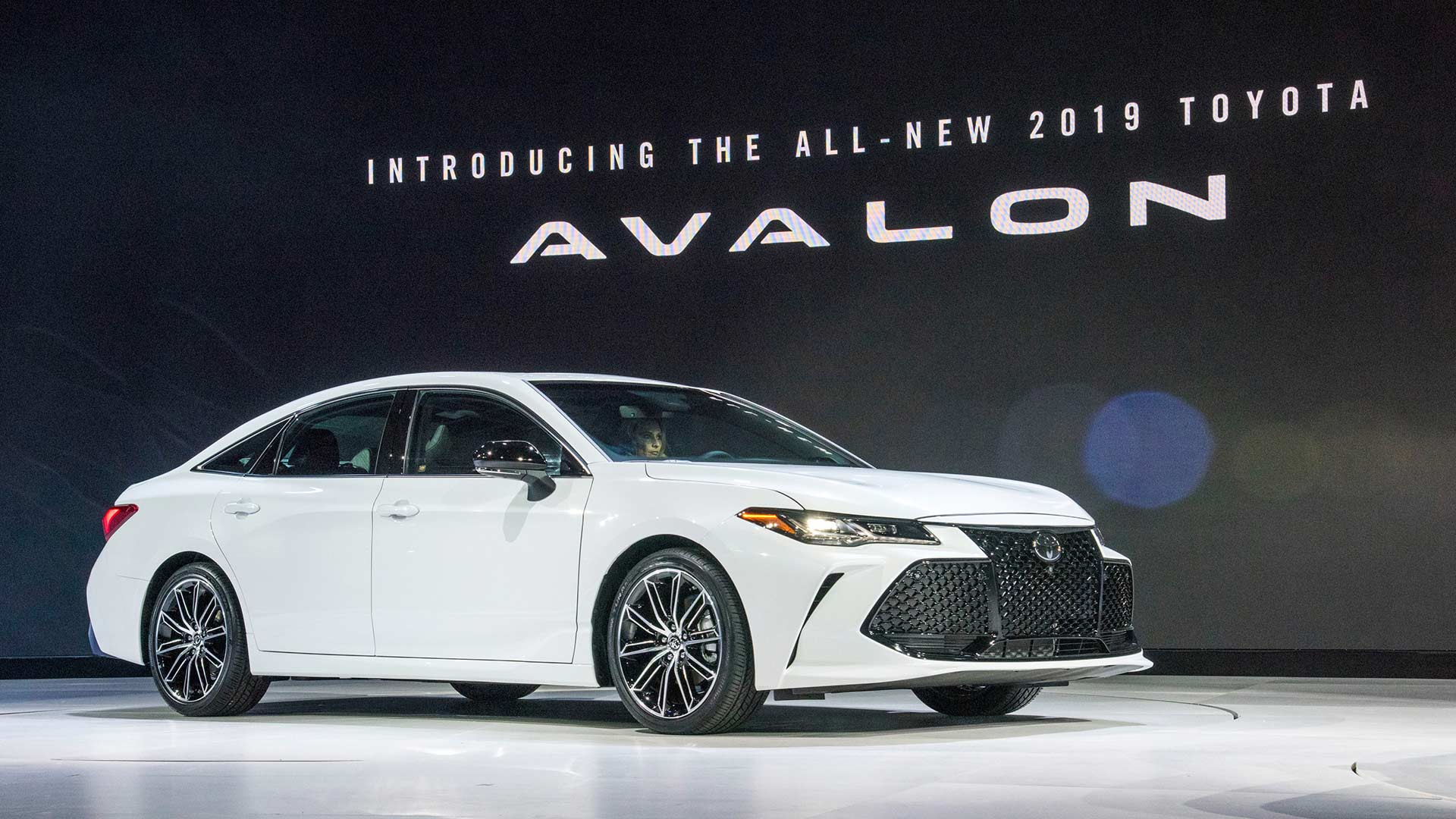 and avalon news detroit toyota default to hybrid comes in flavors large