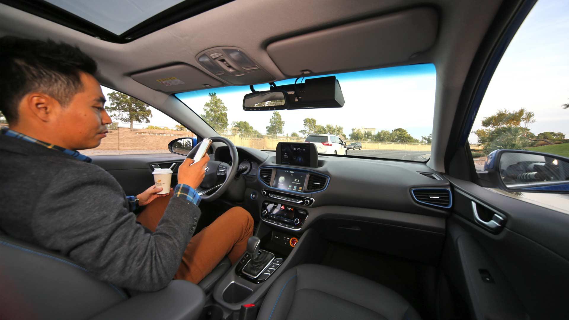 Hyundai-Ioniq-autonomous-interior-2018