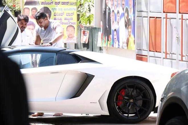 Darshan Acquires A Lamborghini Aventador Roadster Autodevot