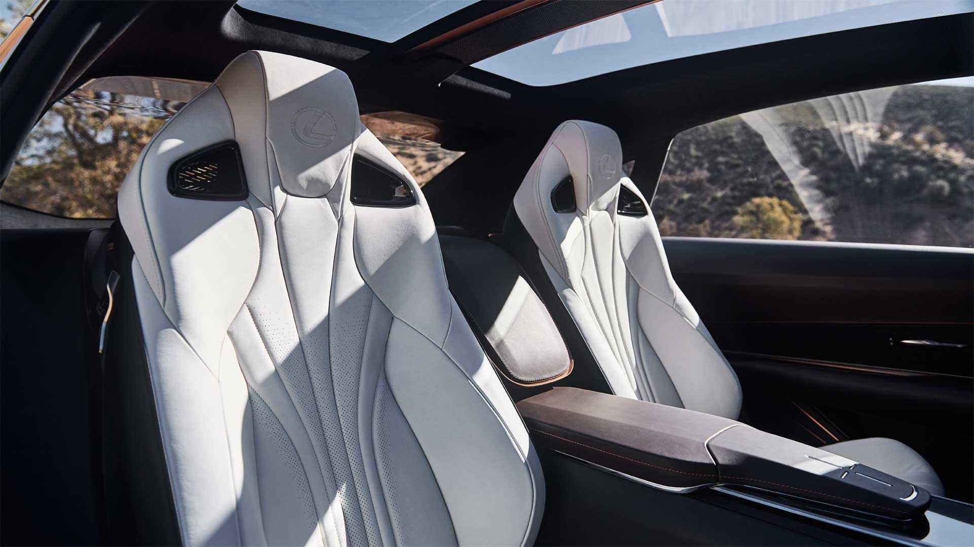 Lexus-LF-1-Limitless-Concept-interior_6