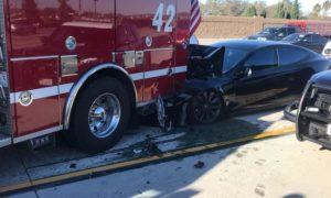 Tesla-Model-S-crashes-into-fire-truck