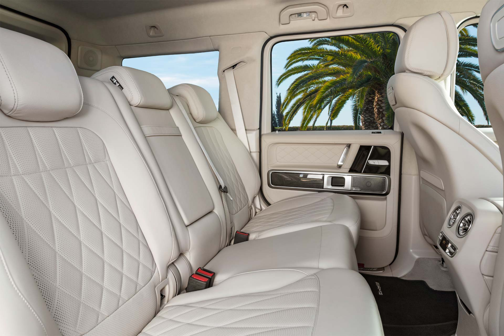 2018-Mercedes-AMG-G-63-Interior_4