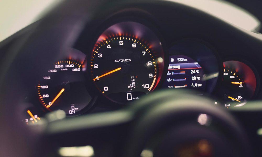2018-Porsche-911-GT3-RS-interior_4