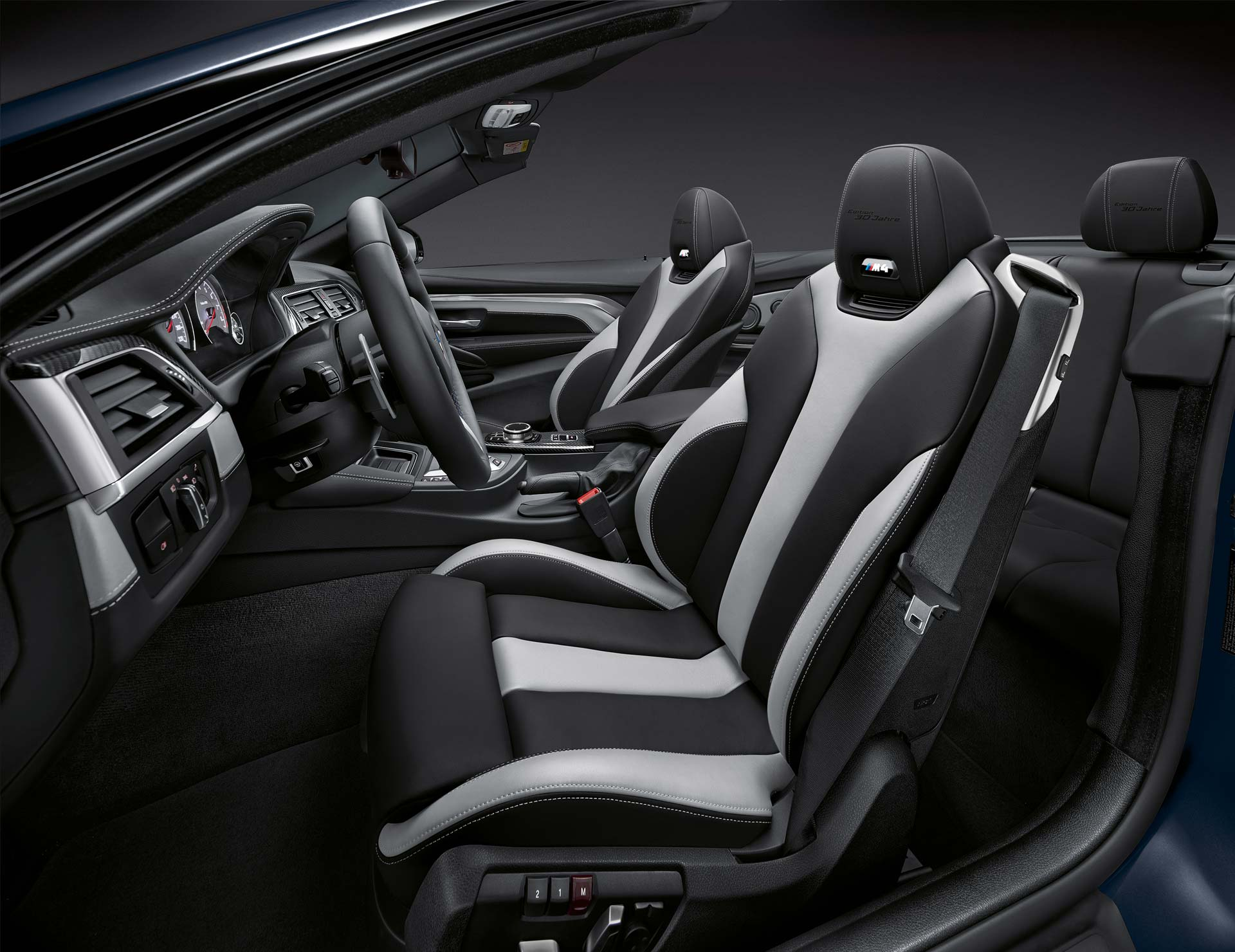 BMW-M4-Convertible-30-Jahre-Edition-Interior