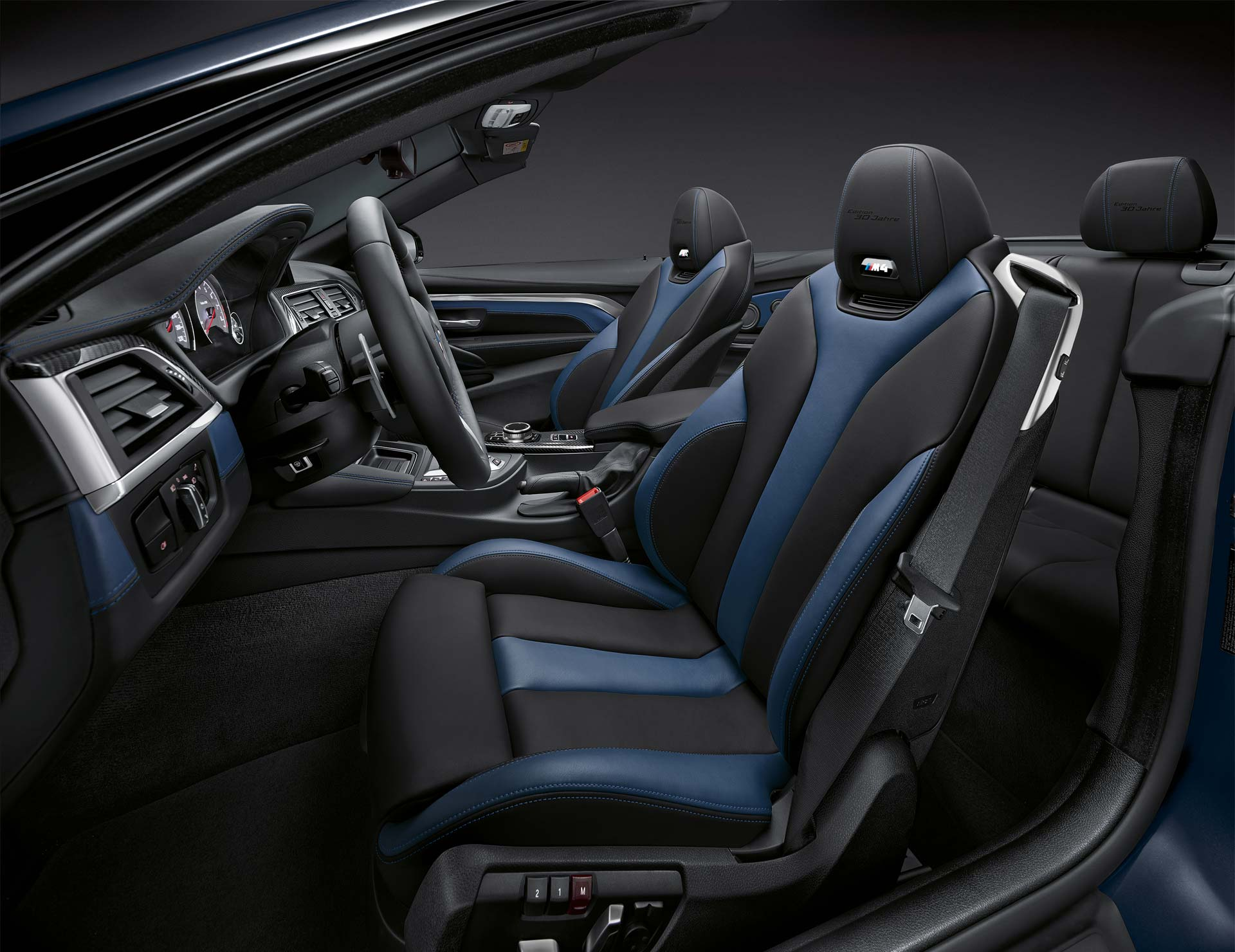 BMW-M4-Convertible-30-Jahre-Edition-Interior_2