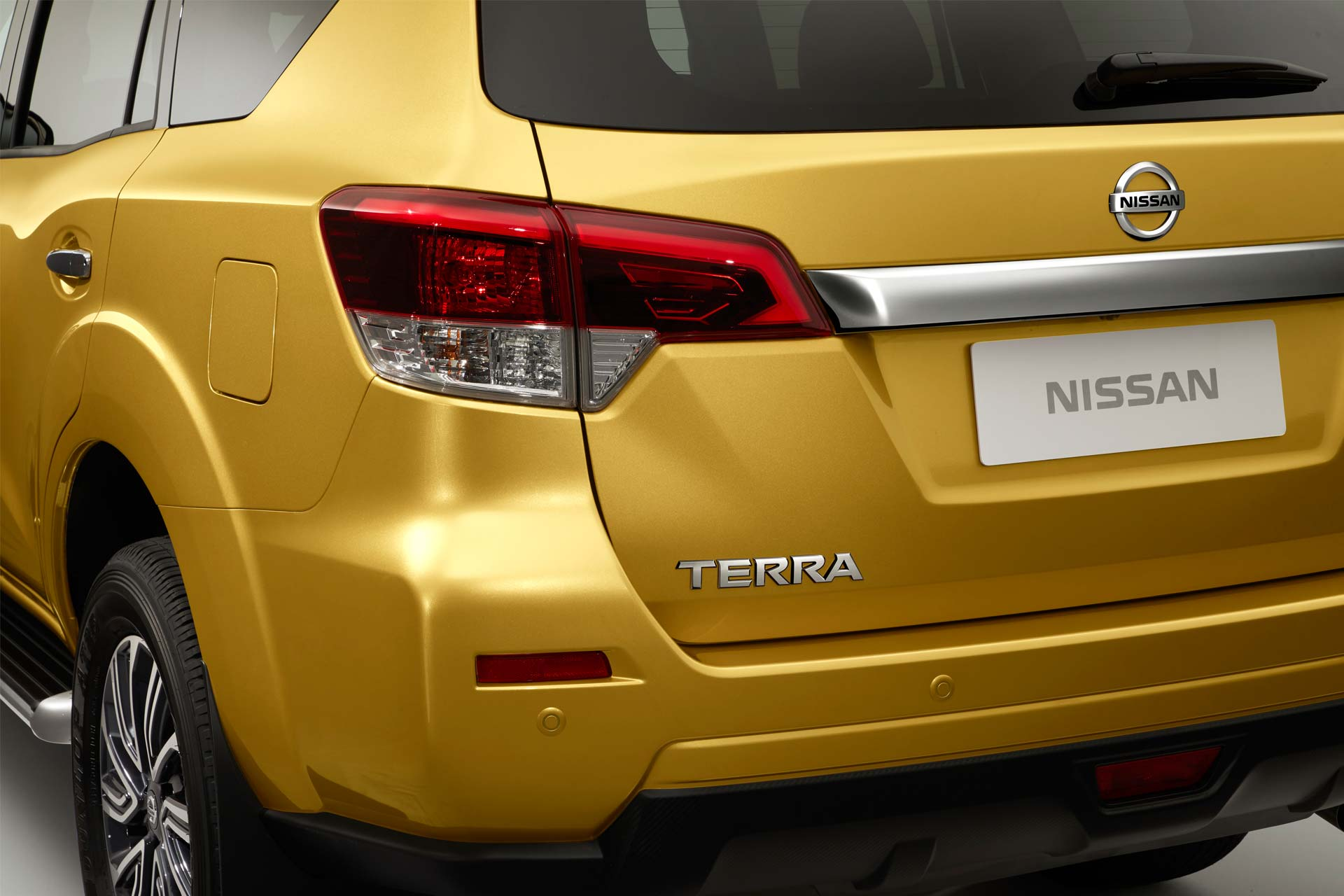 Nissan-Terra_3