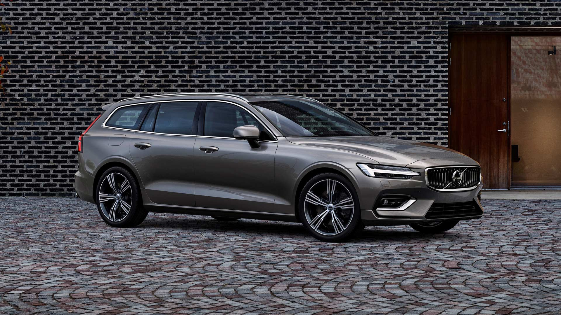 second generation volvo v60 estate revealed autodevot. Black Bedroom Furniture Sets. Home Design Ideas