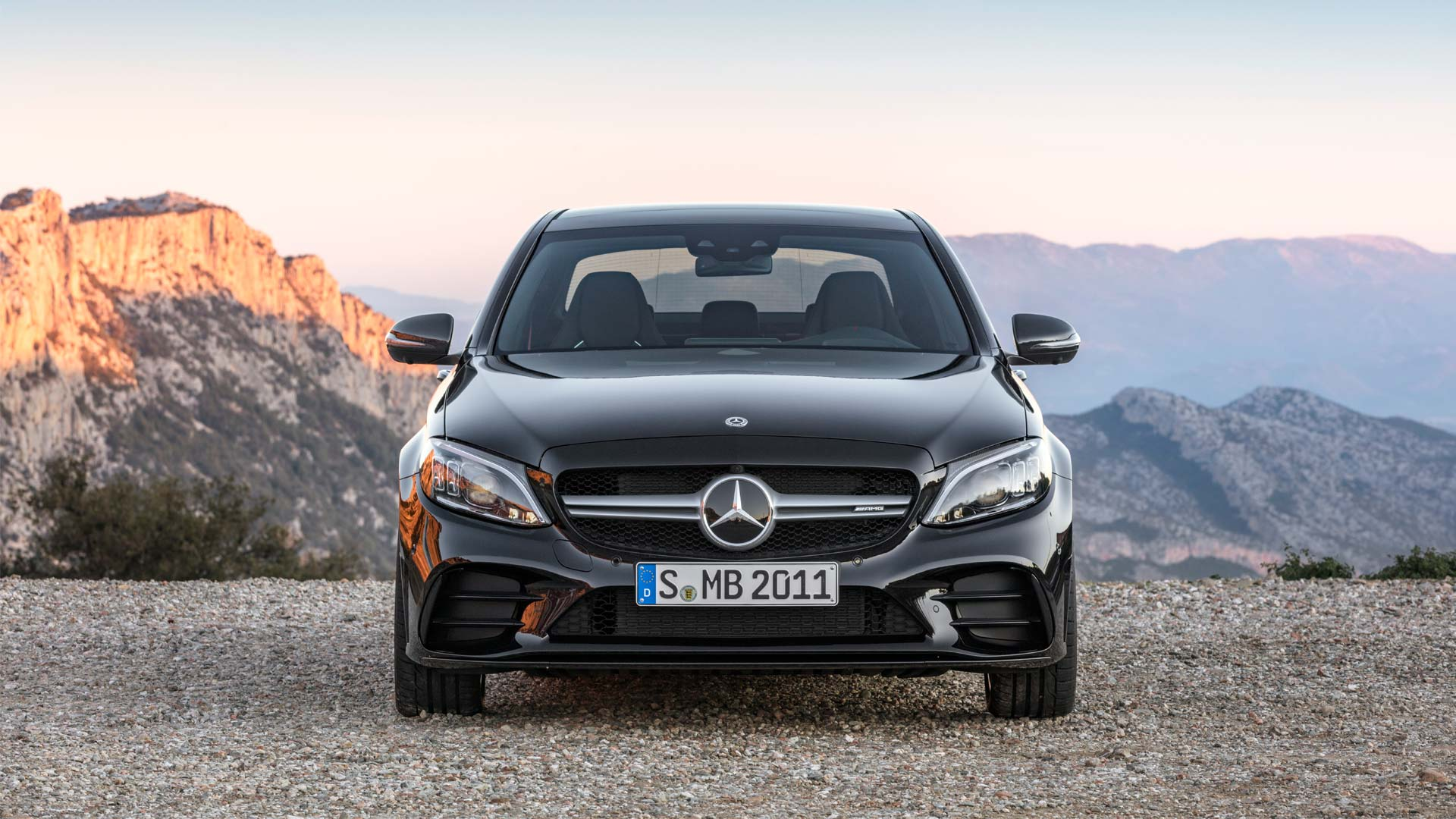 2018-Mercedes-AMG-C-43-4Matic_4