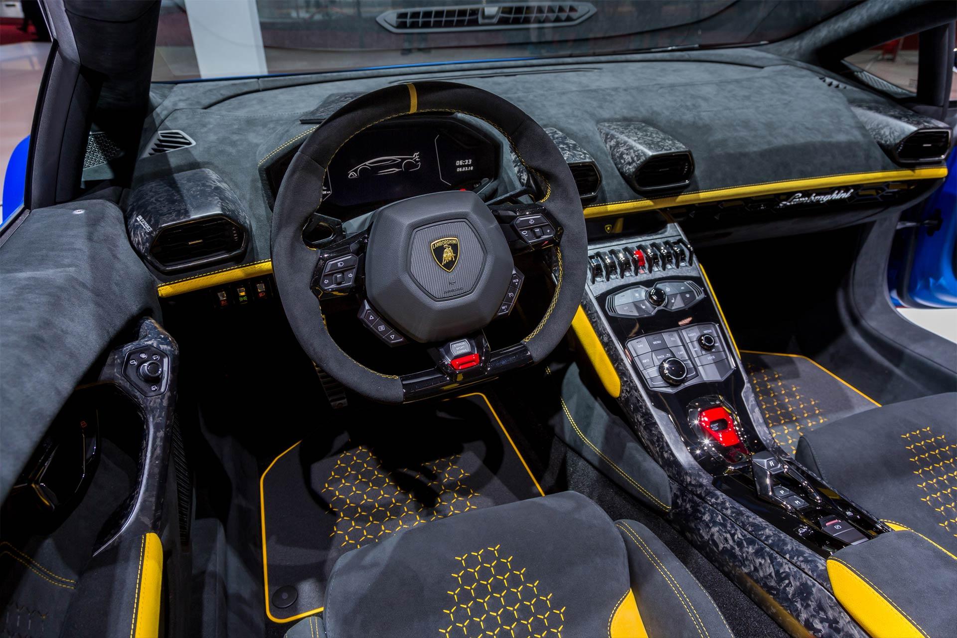Lamborghini-Huracan-Performante-Spyder-interior
