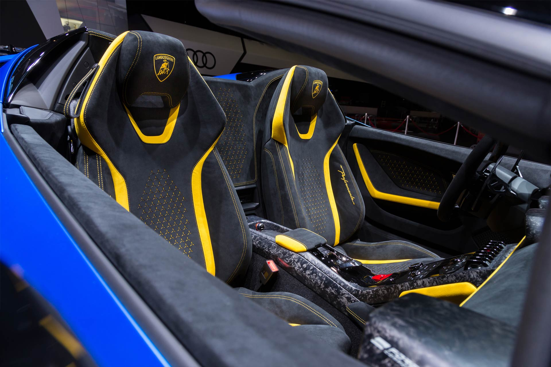 Lamborghini-Huracan-Performante-Spyder-interior_2