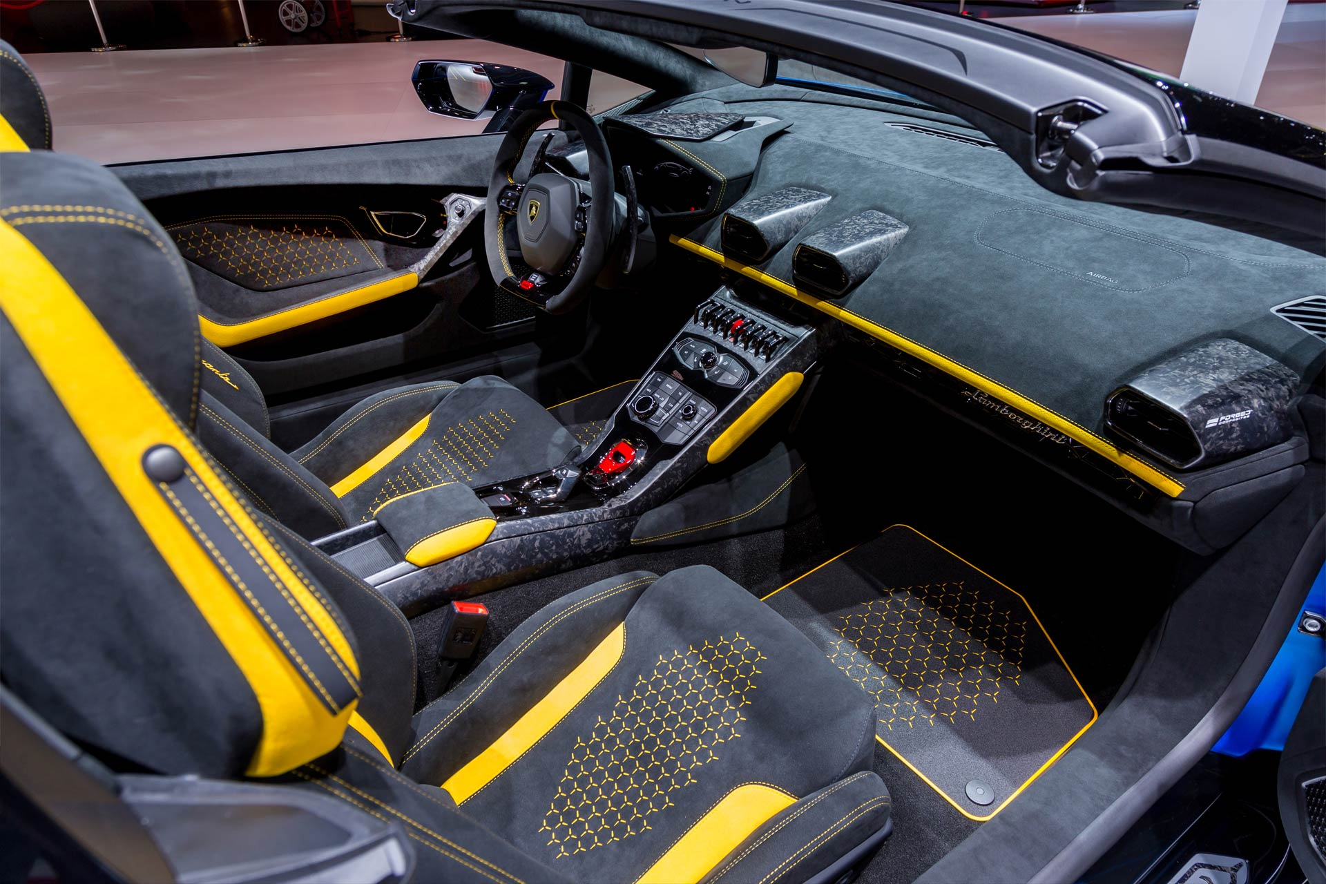 Lamborghini-Huracan-Performante-Spyder-interior_3