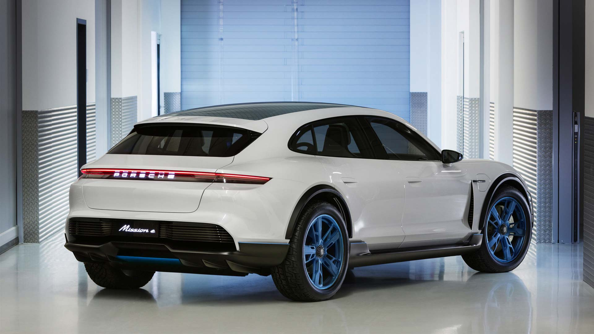 Porsche-Mission-E-Cross-Turismo_6