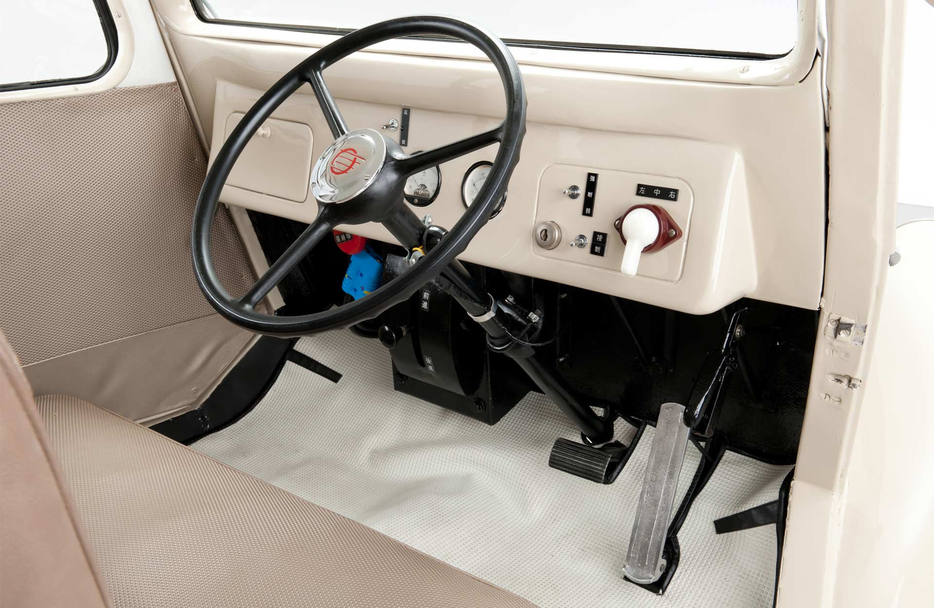 1947-Nissan-Tama-electric-vehicle-interior