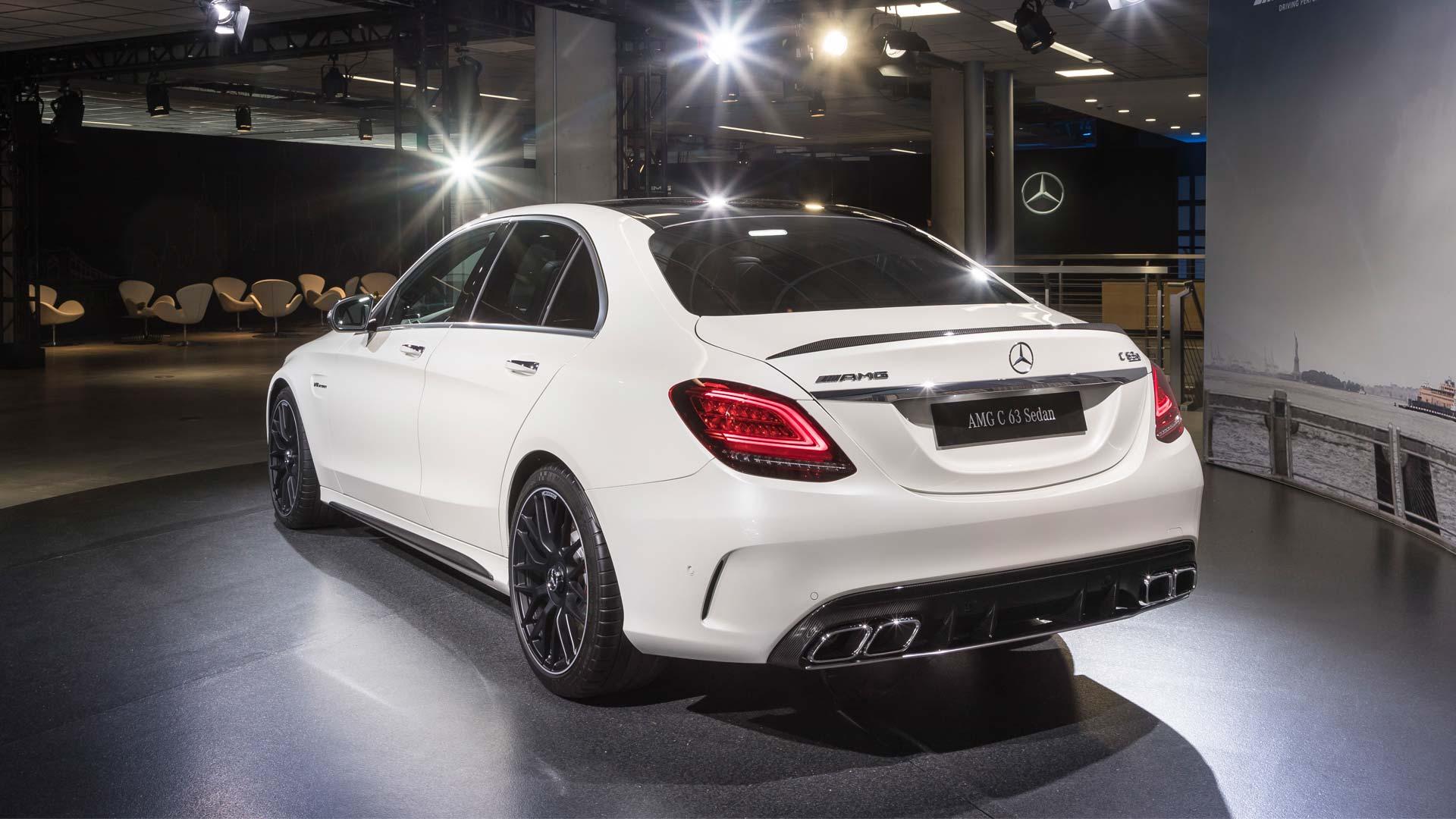 2019-Mercedes-AMG-C-63-S-Saloon_2