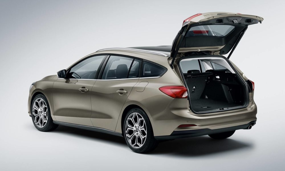 2019-4th-generation-Ford-Focus-estate_2