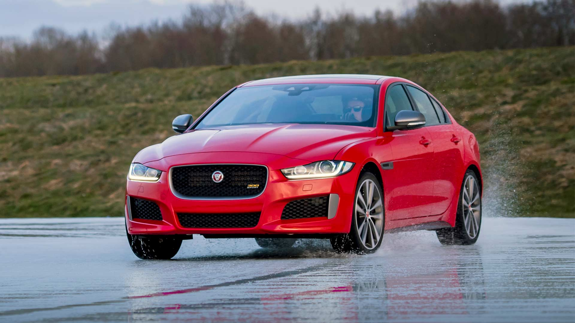 Jaguar XE 300 Sport debuts with a gripping ice race ...