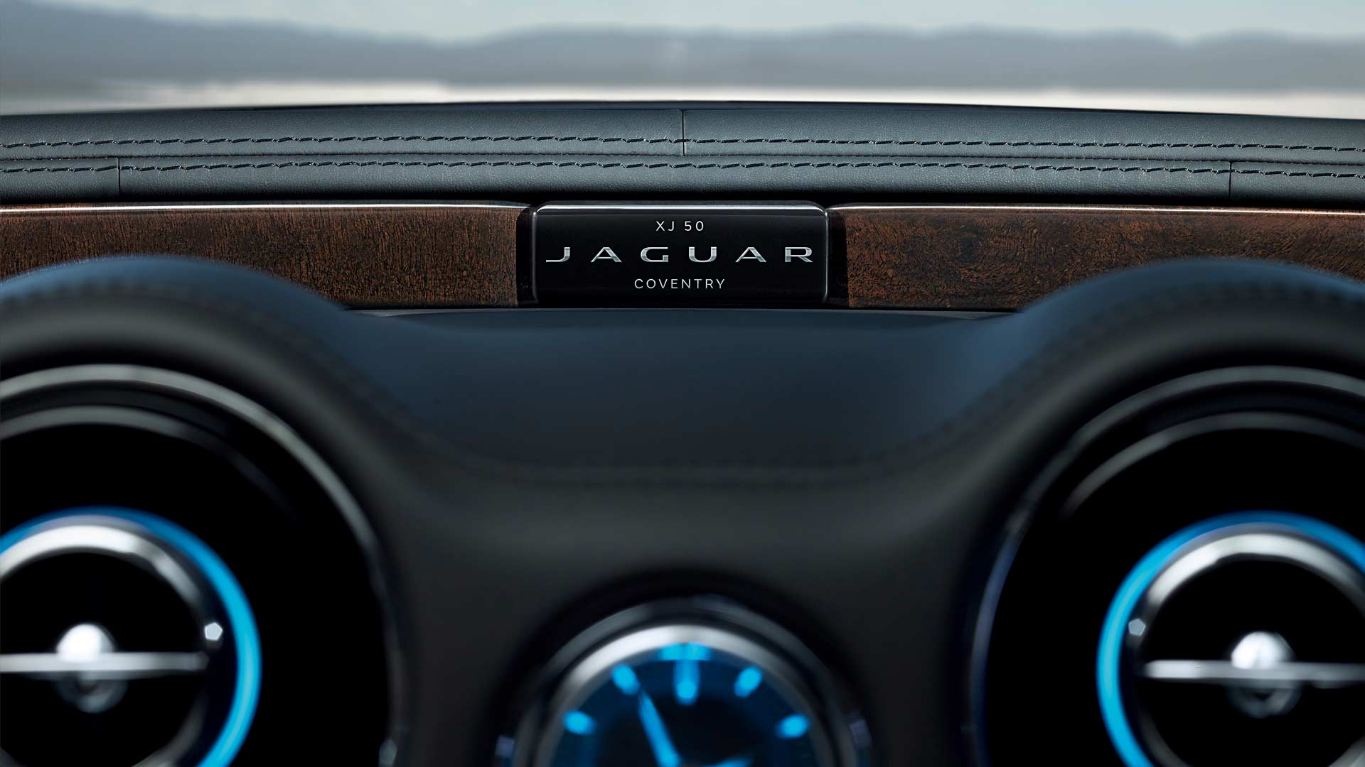 Jaguar-XJ50-interior_2