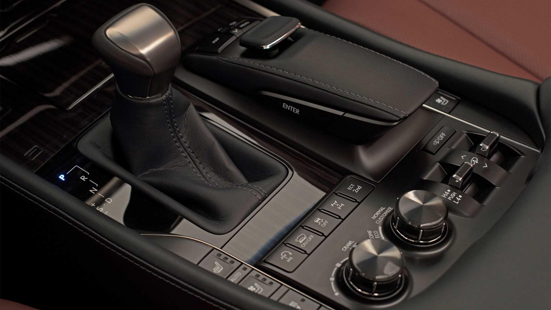 2018-Lexus-LX-570-interior