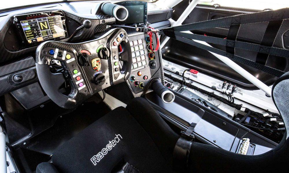2018-Porsche-911-GT3-R-interior