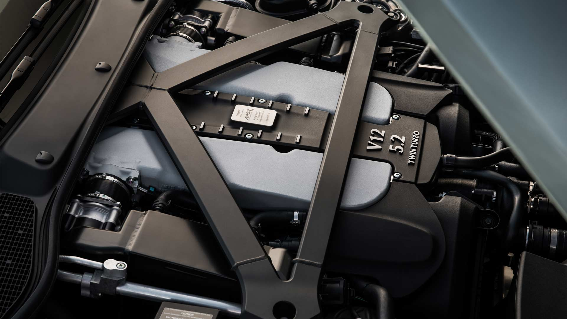 Aston-Martin-DB11-AMR_9