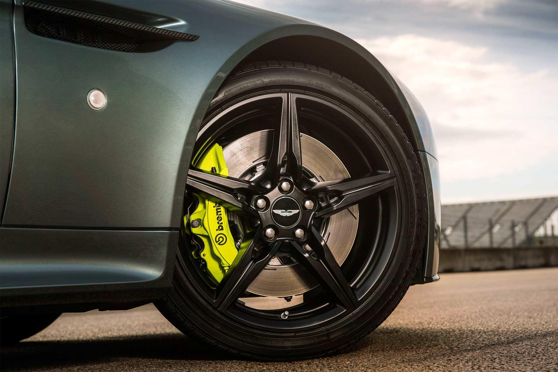 Aston-Martin-Vantage-AMR-V12_3