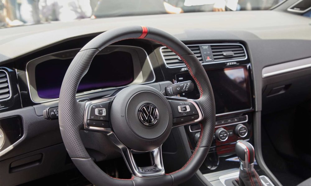 Volkswagen-Golf-GTI-TCR-concept-interior