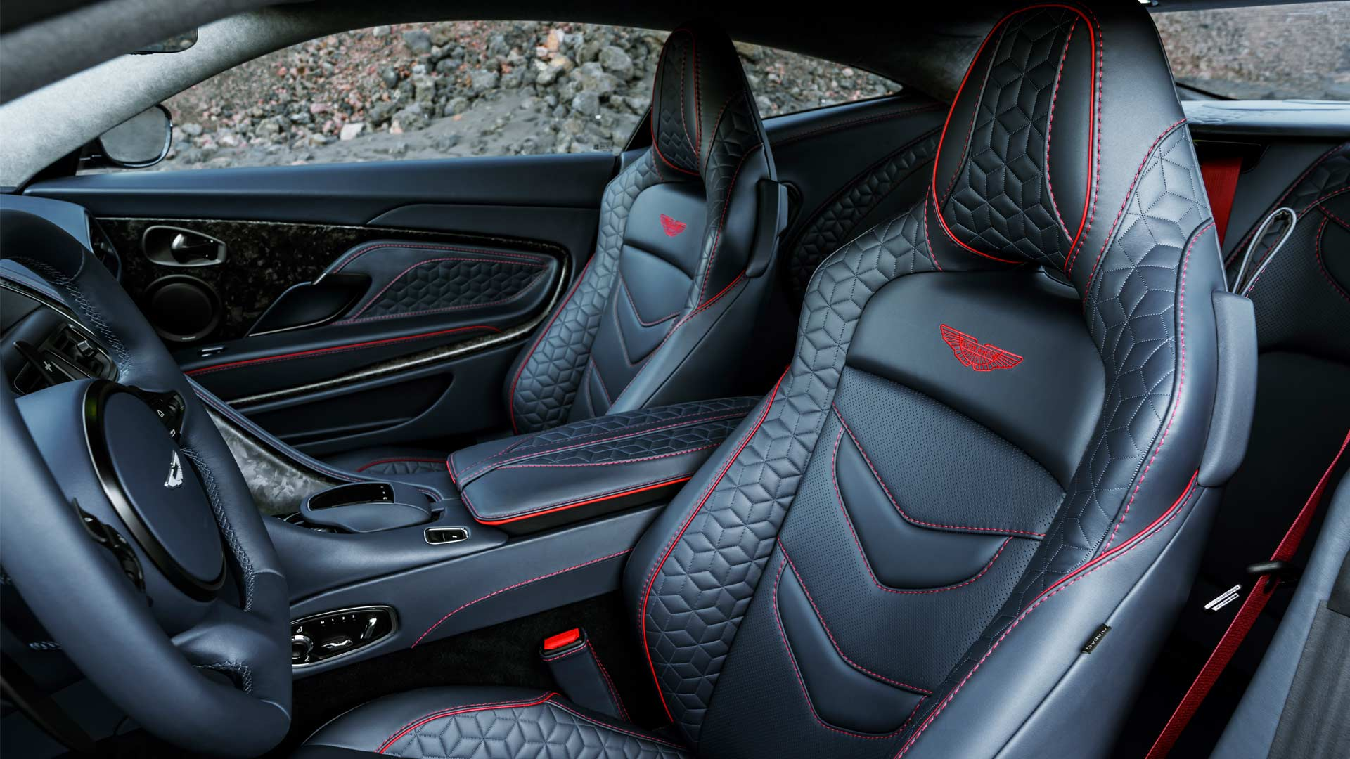2018-Aston-Martin-DBS-Superleggera-interior_2