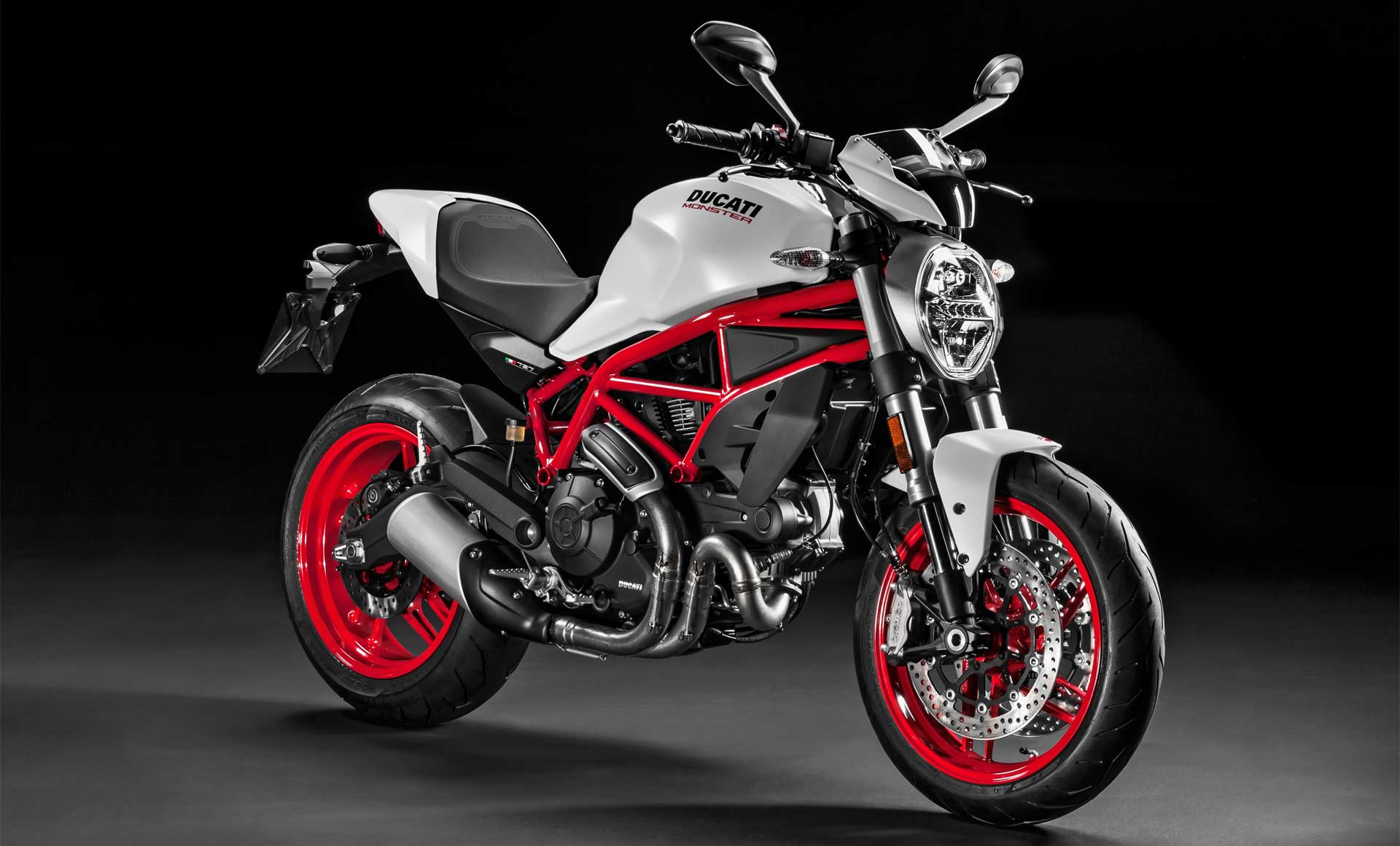 2018-Ducati-Monster-797-Plus_2