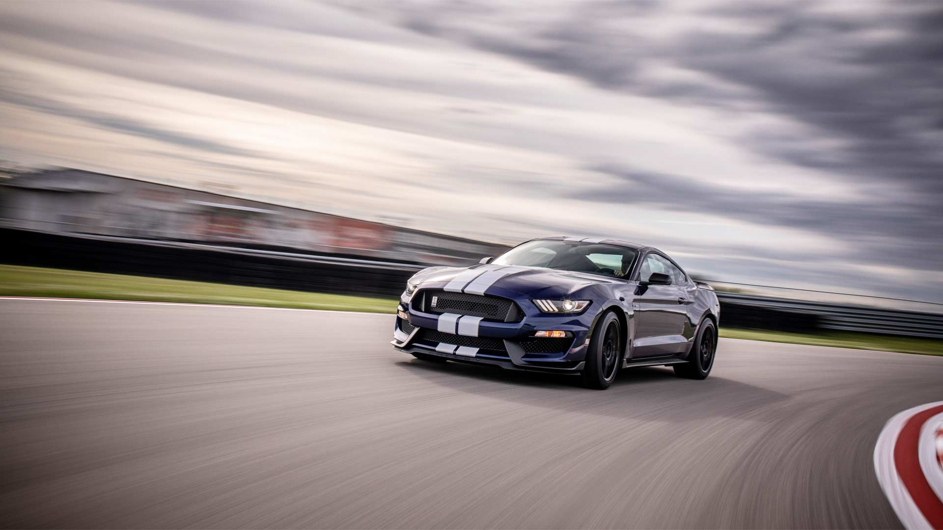 2019-Mustang-Shelby-GT350_2