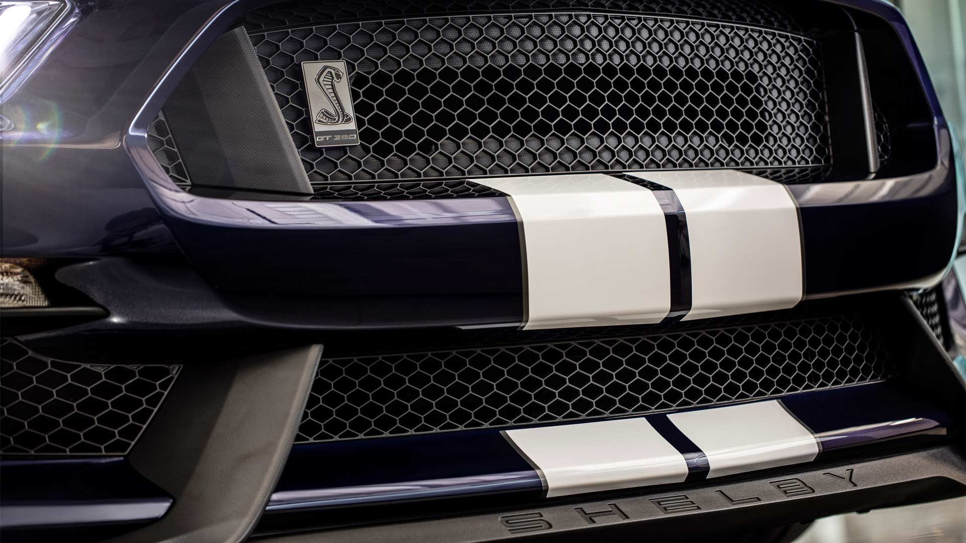 2019-Mustang-Shelby-GT350_8