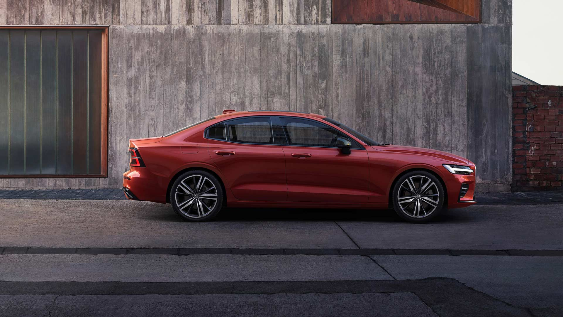 3rd-generation-2019-Volvo-S60-R-Design_5