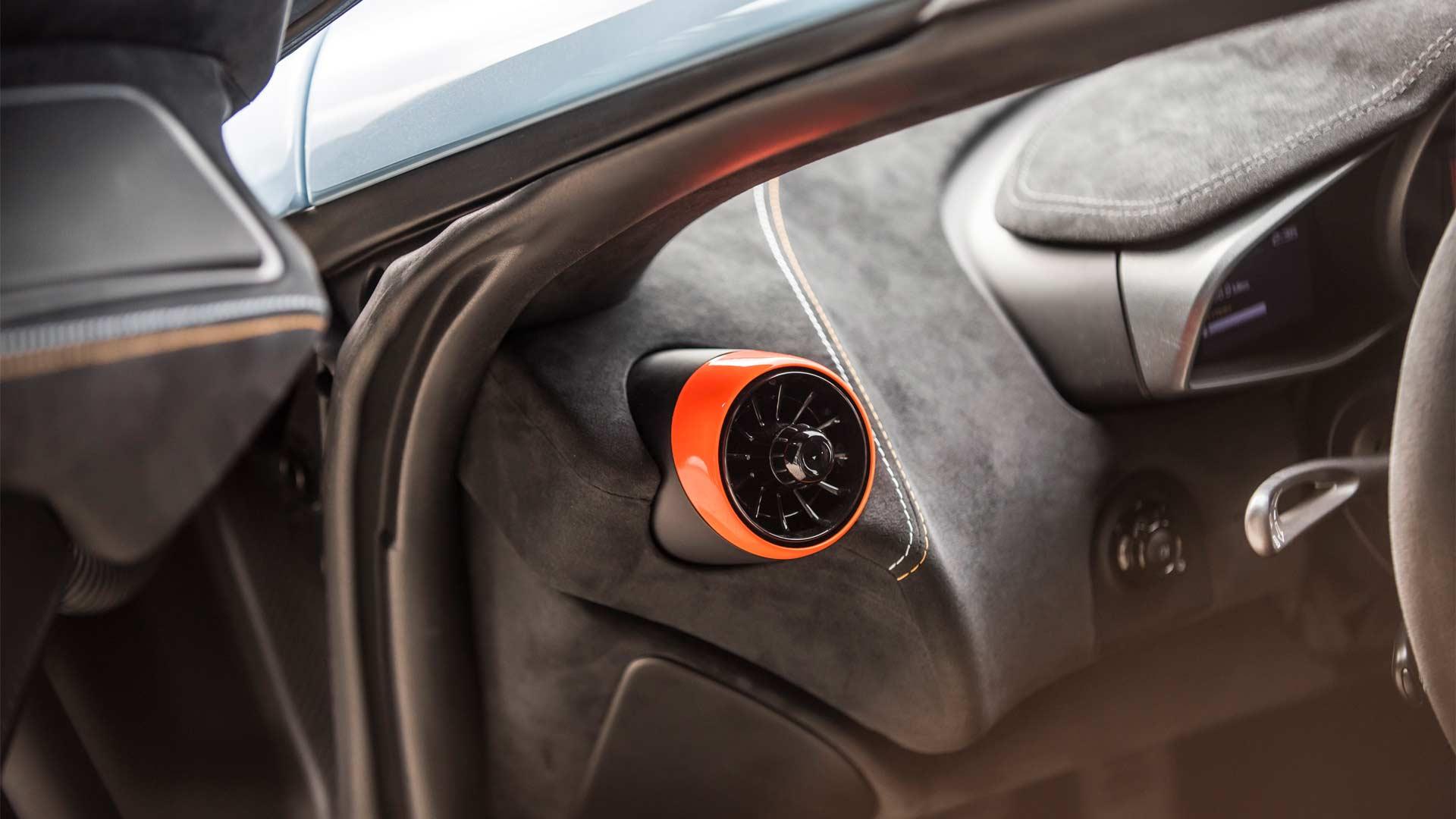 McLaren 675LT F1 GTR Longtail Gulf Racing livery Interior