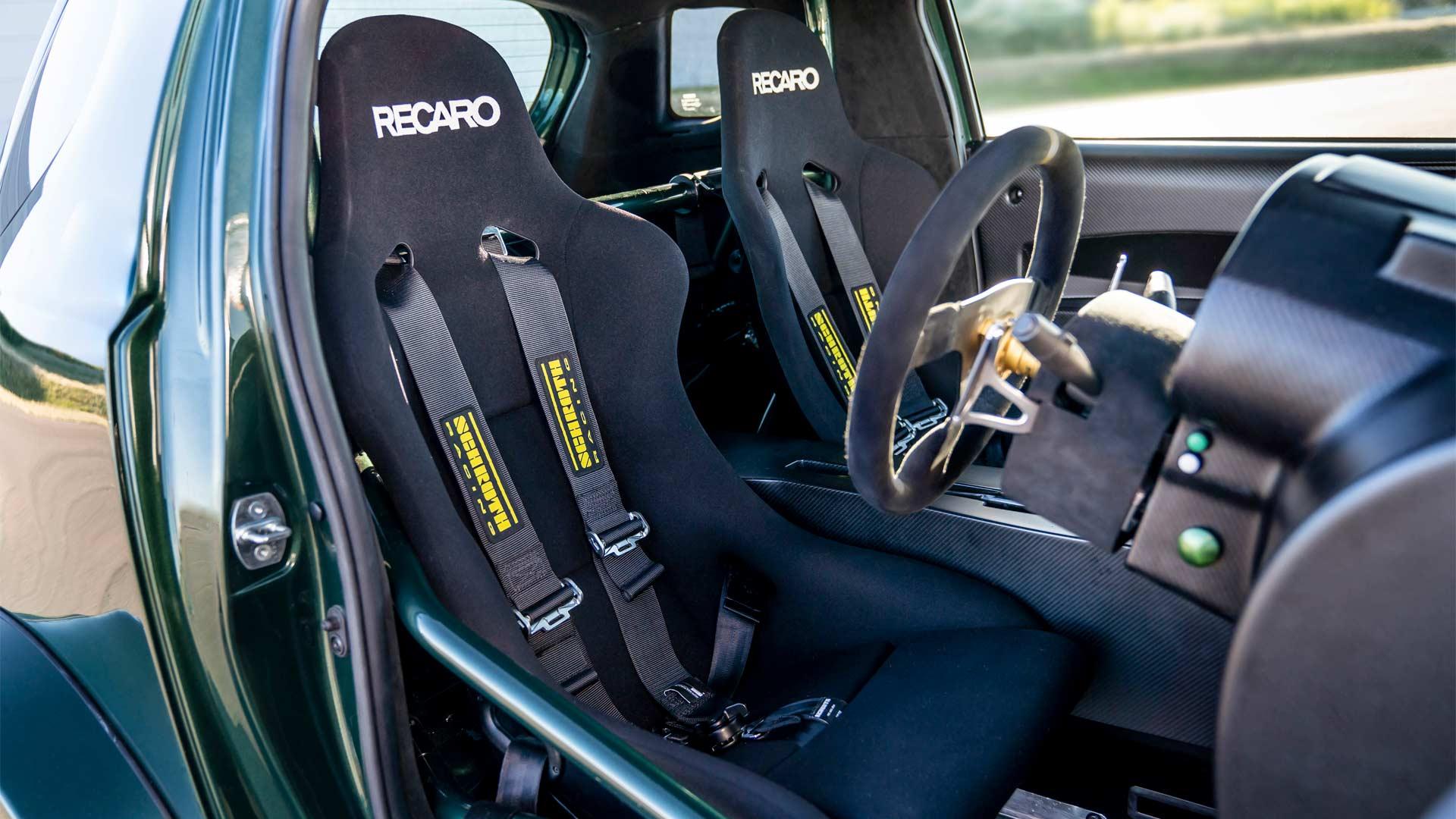 2018-Aston-Martin-V8-Cygnet-interior_2