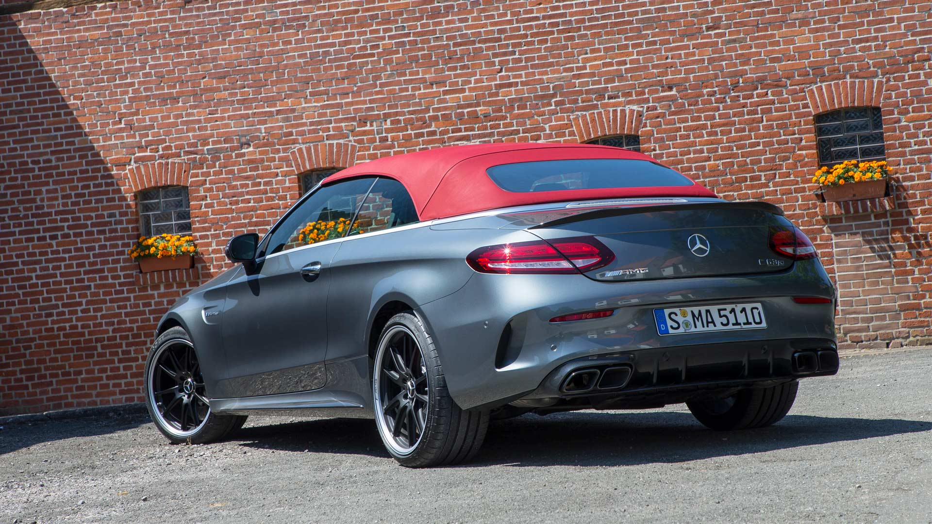 2019-Mercedes-AMG-C-63-S-Cabriolet_2
