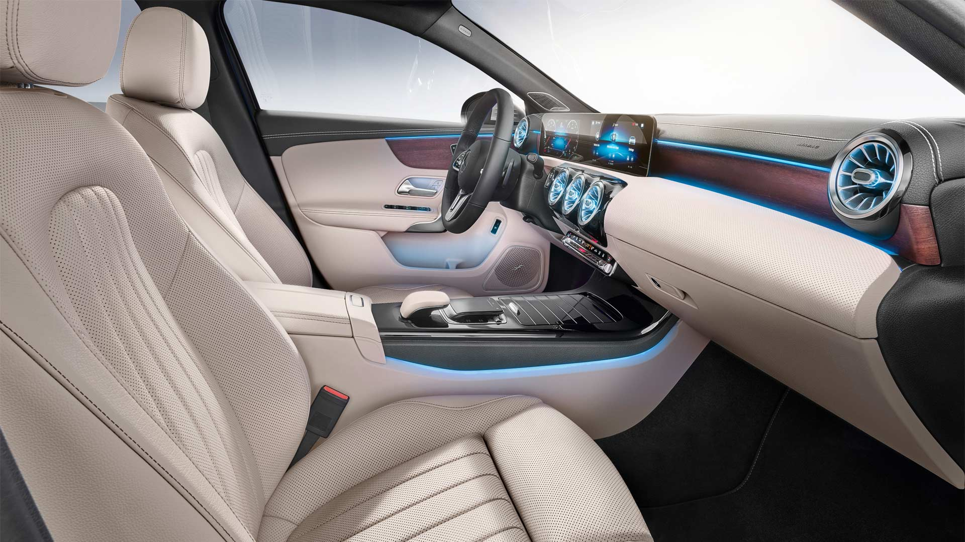 2019-Mercedes-Benz-A-Class-Sedan-interior_3