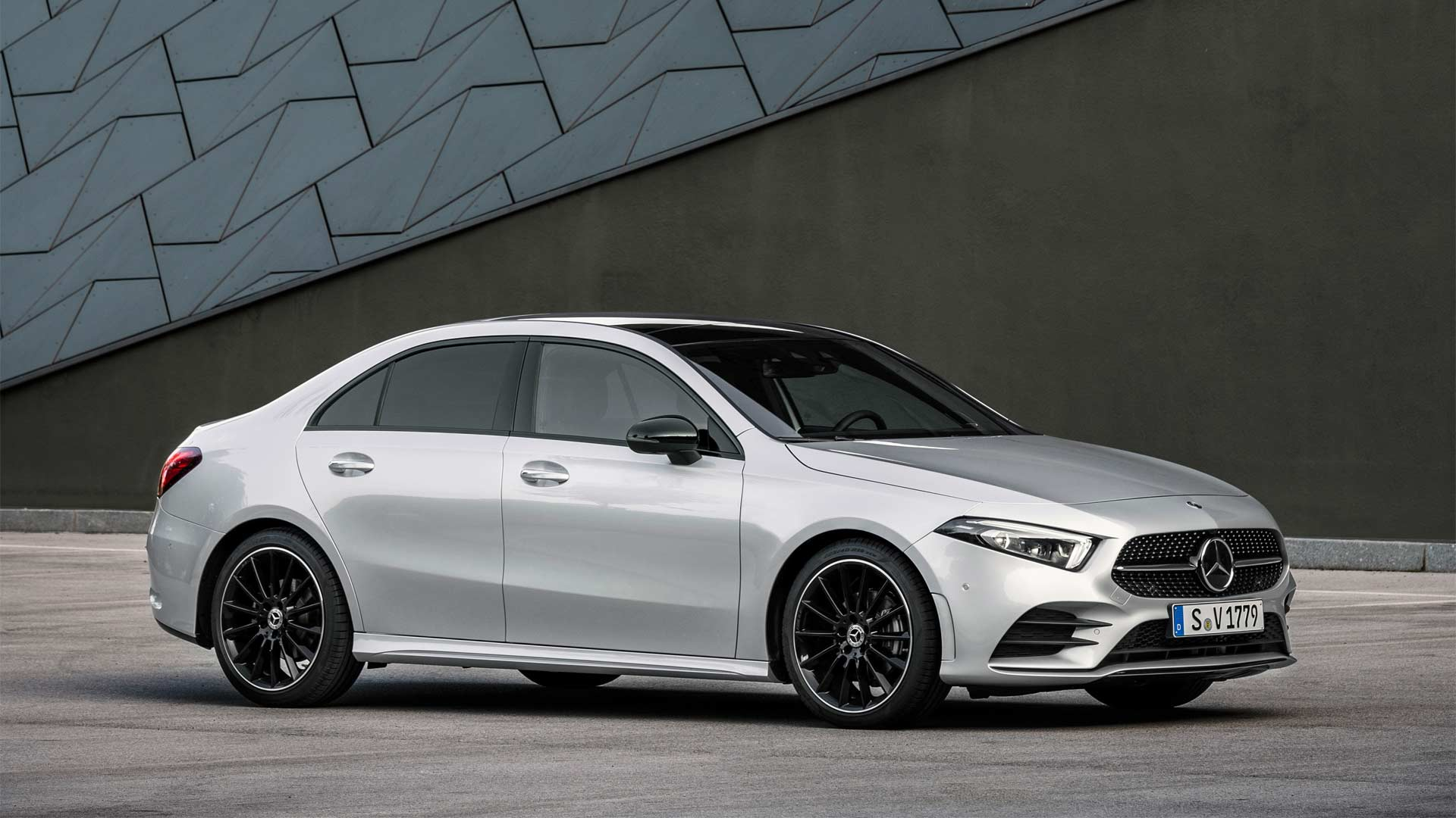 2019-Mercedes-Benz-A-Class-Sedan_3
