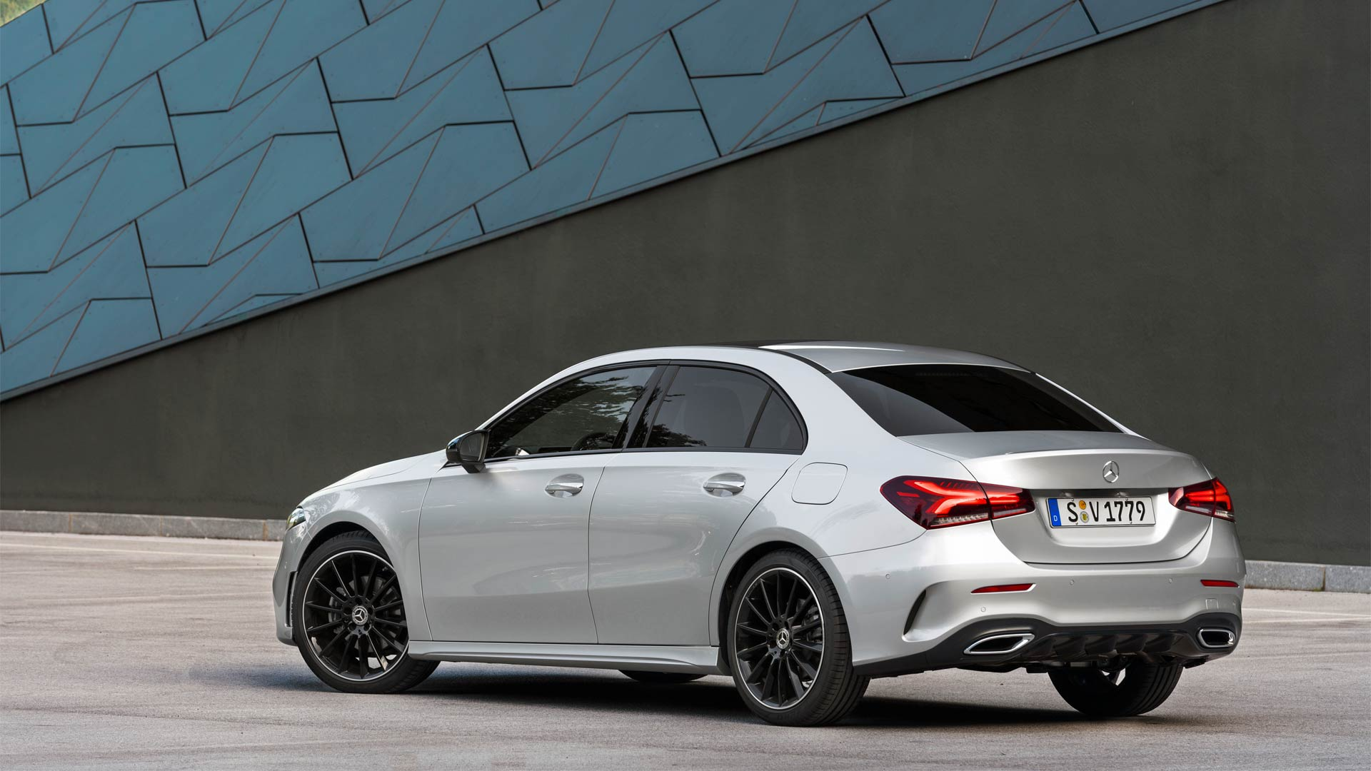 2019-Mercedes-Benz-A-Class-Sedan_4