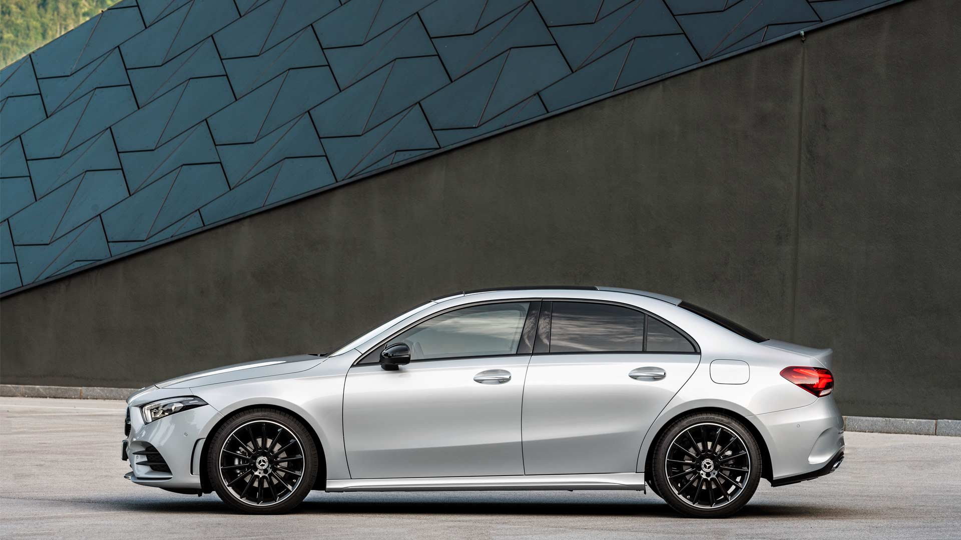 2019-Mercedes-Benz-A-Class-Sedan_5