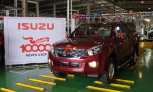 Isuzu-India-10000th-car-D-MAX-VCross