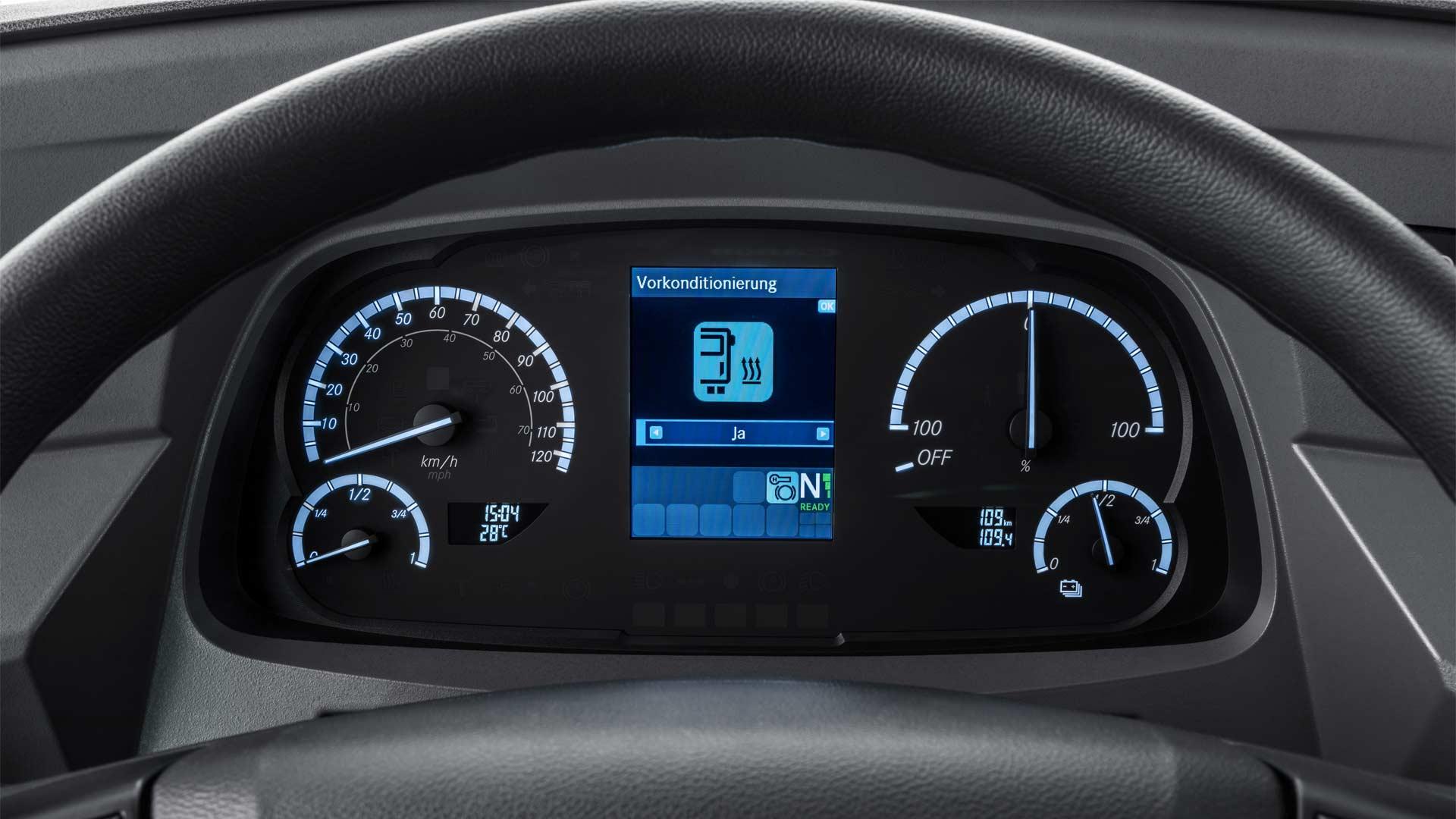 Mercedes-Benz-eCitaro-interior_2