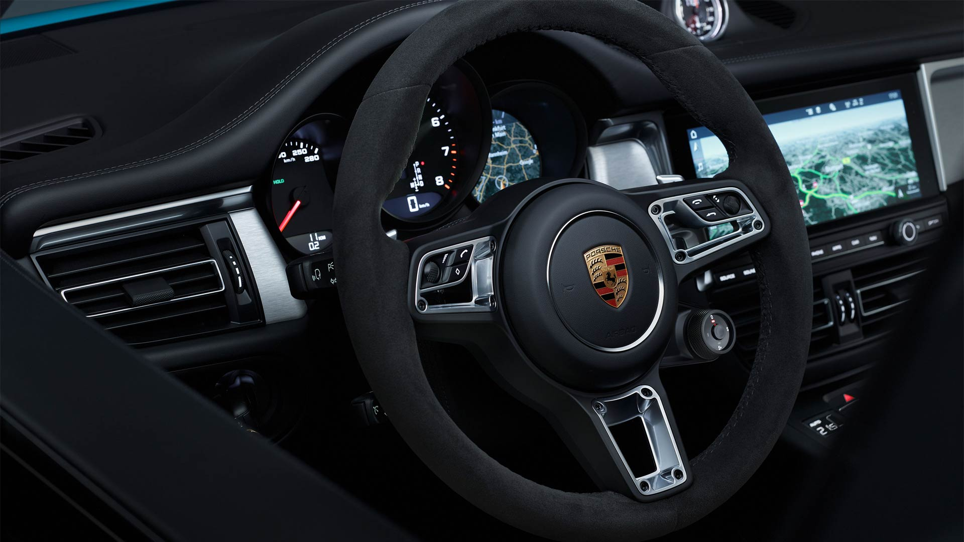 Second-Generation-2019-Porsche-Macan-interior