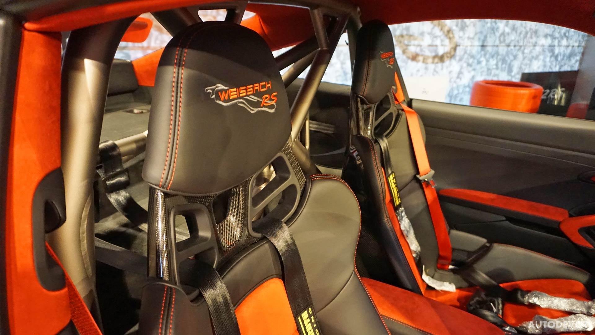 2018-Porsche-911-GT2-RS-interior_3