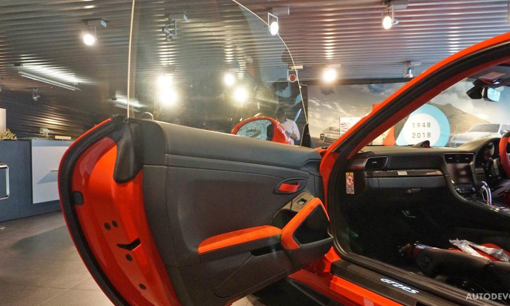 2018-Porsche-911-GT2-RS-interior_5