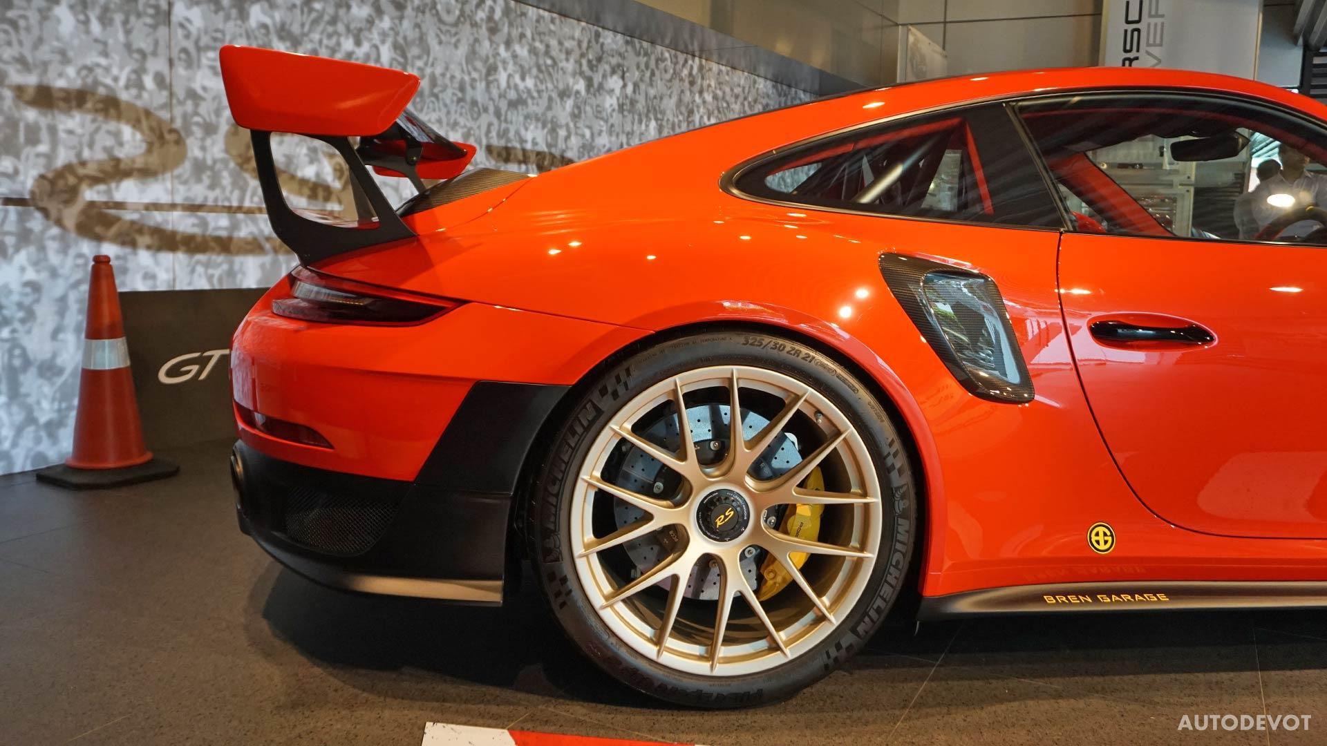 2018-Porsche-911-GT2-RS_21